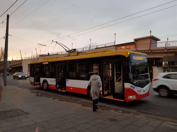 Сумський голова Олександр Лисенко заявив, що з лютого 2018 року школярі та студенти будуть користуватися комунальним транспортом з 50% знижкою